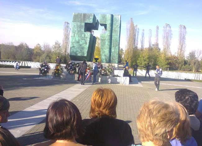 Žene SMH-IS-Polaganje vijenca-Vukovar