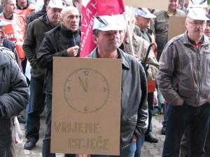 Radnici Adriadiesela d.d. iz Karlovca prosvjedovali su 24.03.2014. godine pred Ministarstva gospodarstva