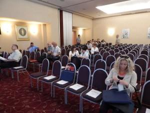 DSCN0344-delegati i gosti ulaze u dvoranu