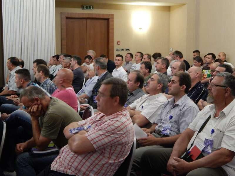 DSCN0455-Delegati prate raspravu